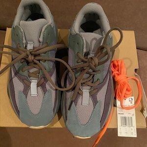 Adidas Yeezy Boost 700 size 38 (5.5 boys)